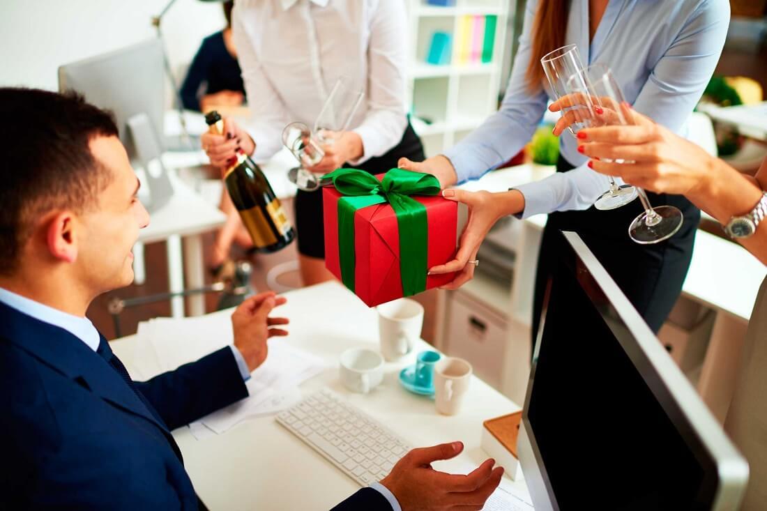 Văn hóa tặng quà tết nơi công sở