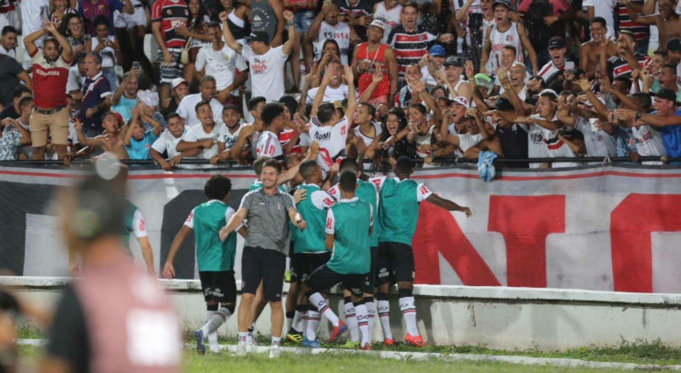 Ouça o gol da vitória do Santa Cruz sobre o Náutico no Arruda