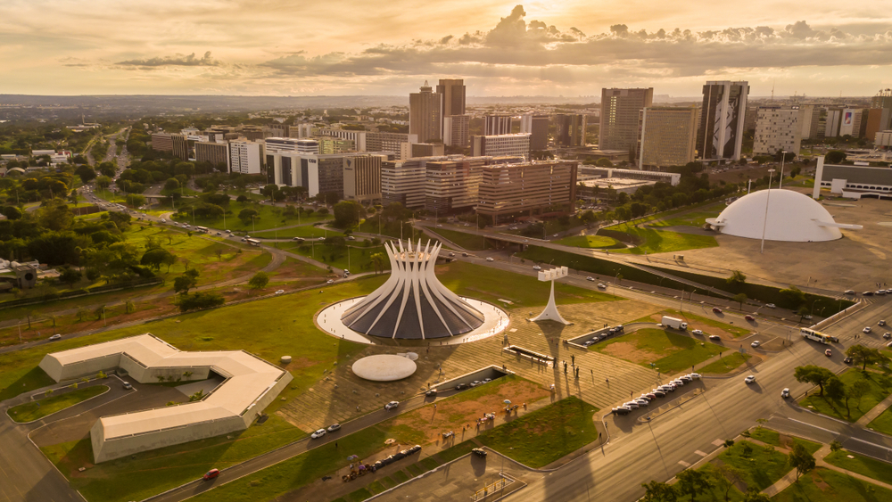 Brasília é exemplo de como um planejamento urbano minucioso pode contribuir com a desigualdade socioespacial. (Fonte: Shutterstock)