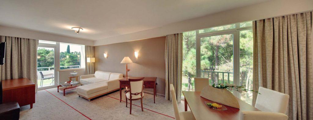 Hotel_Melia_Coral_for_Plava_Laguna_2016_Superior-Suite_U2BN_1-1024x395.jpg