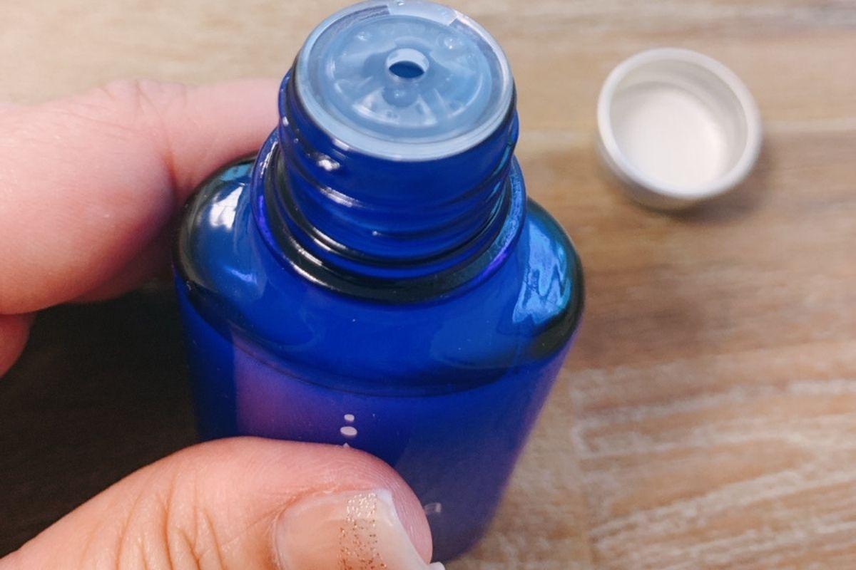 白玉ドロップは中蓋が付いているタイプで、出しすぎることがないタイプ