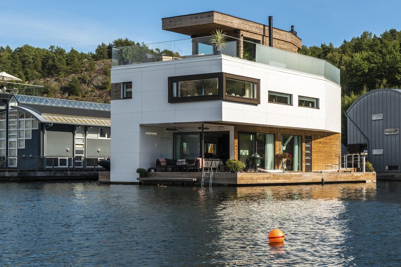 Schwimmendes Haus mit Kebony-Holz gebaut