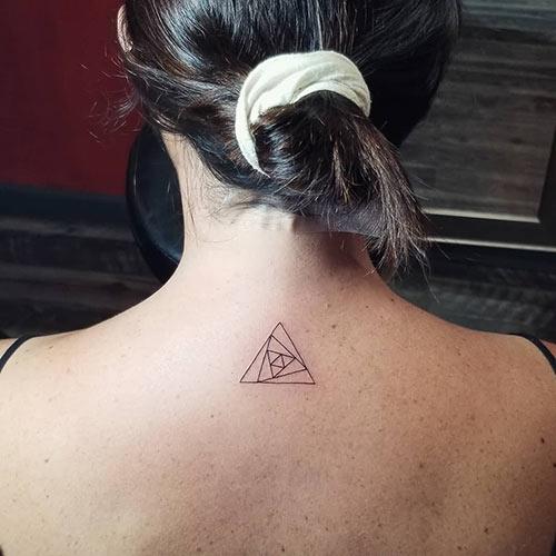 ลายสักสามเหลี่ยมผู้หญิง 03