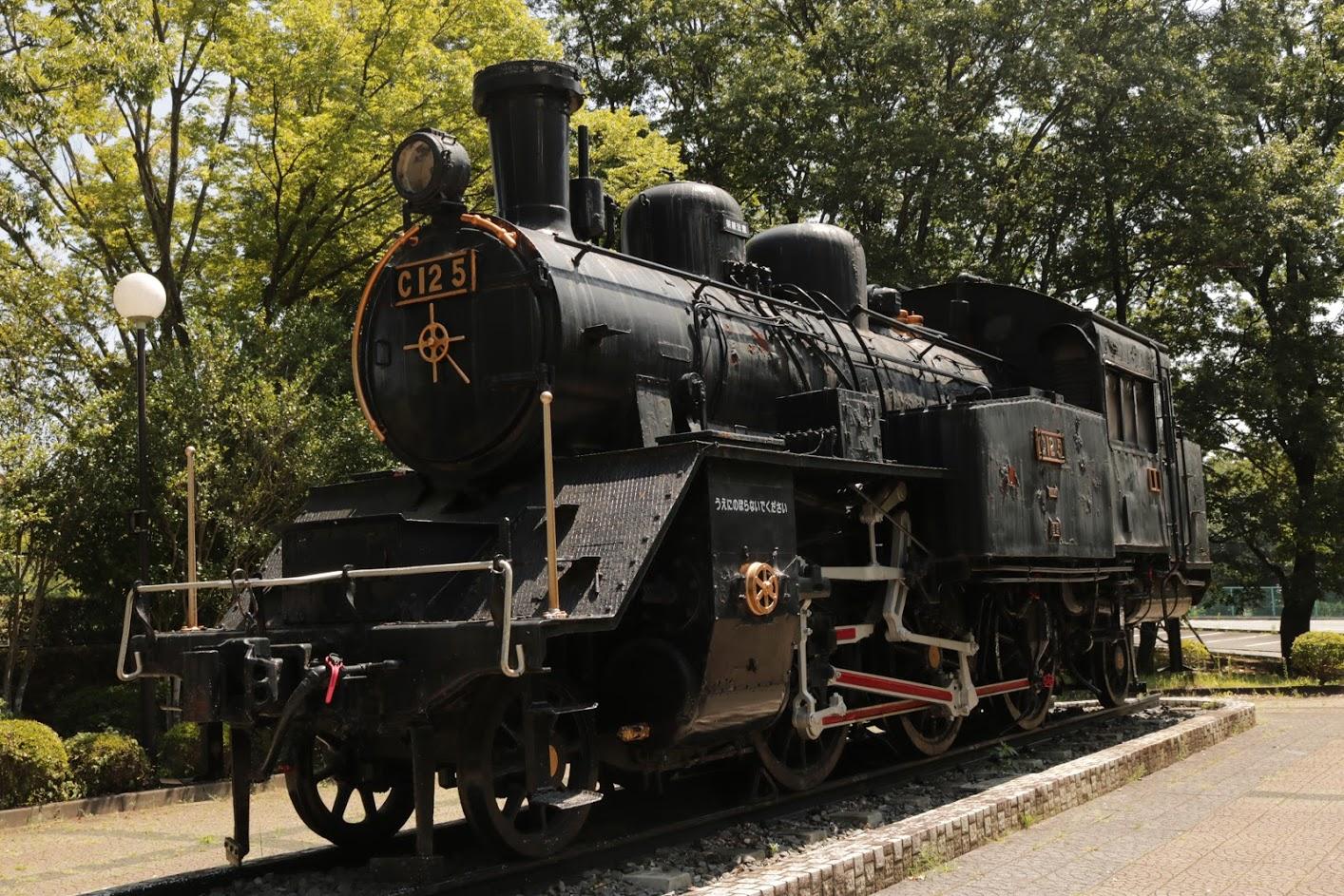 韮崎中央公園に展示されている蒸気機関車の写真