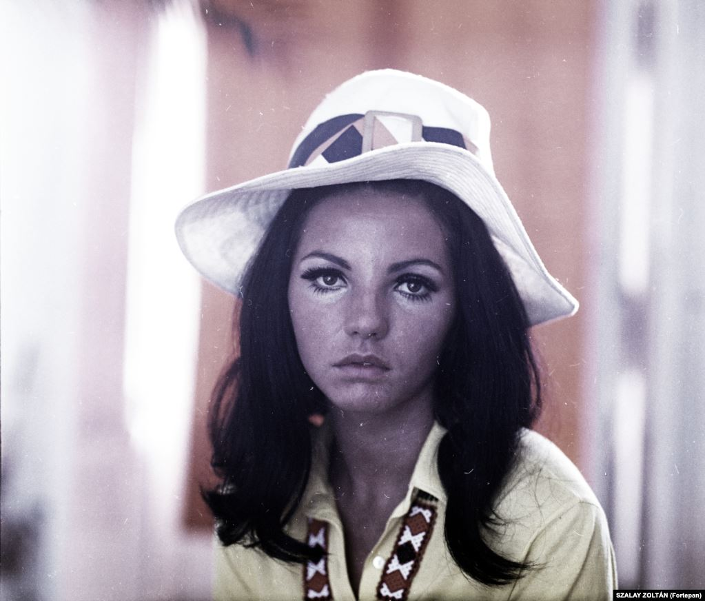 Венгерская поп-певица Шаролта Залатнаи в 1969