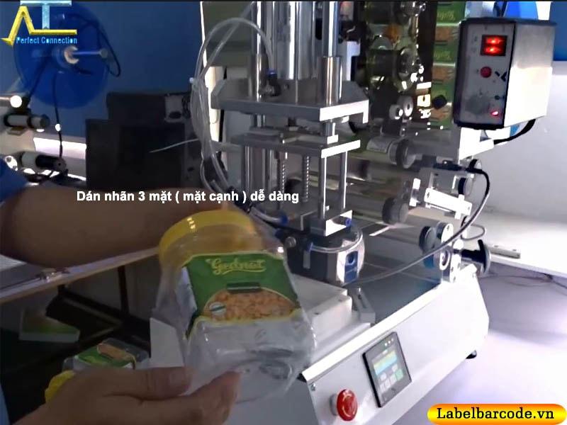 máy dán nhãn chai vuông bán tự động, dán được 1 + 2 + 3 mặt tùy chọn