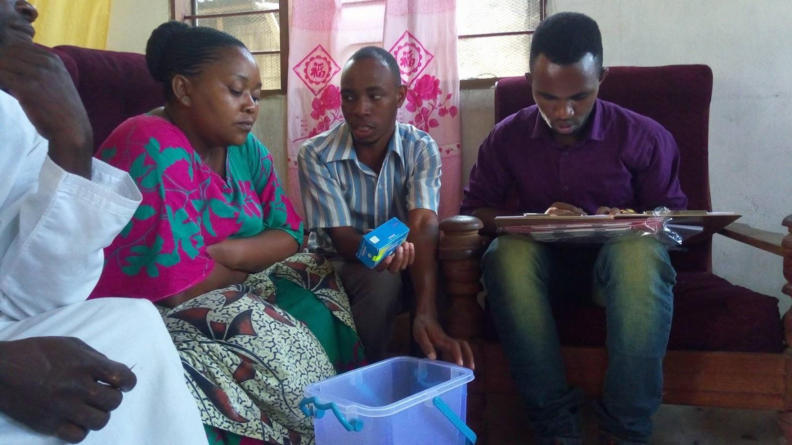 20170101タンザニア訪問_Mtro説明中.jpg