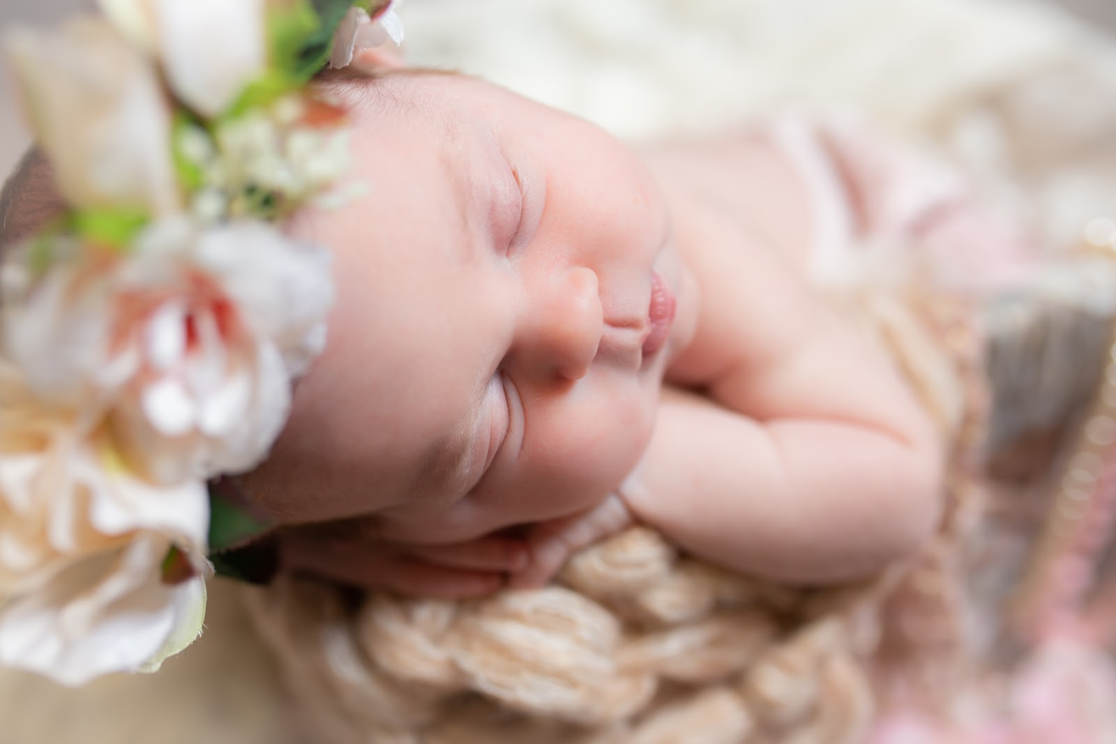 new born baby sleeping photography by hnmphotoz