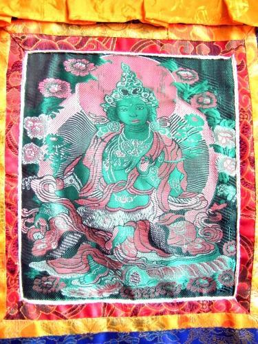 http://www.tibetan-shop-tharjay-norbu-zangpo.hu/custom/tharjaynorbuzangpo/image/cache/w500h500m00wt1/product/20140603%20brokat/zold-tara-tibeti-selyem-kep-brokat3.JPG