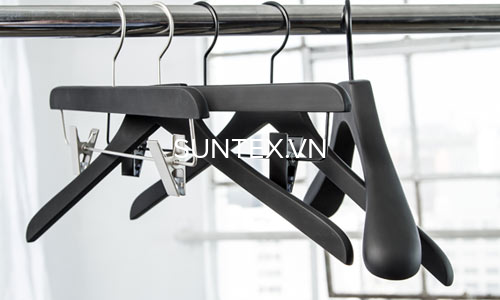 Giới thiệu đơn vị chuyên cung cấp móc treo quần áo shop.