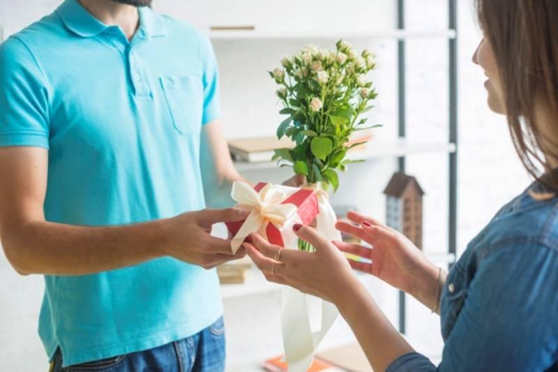 Tính cách luôn thay đổi thất thường là một dấu hiệu chứng tỏ chồng ngoại tình