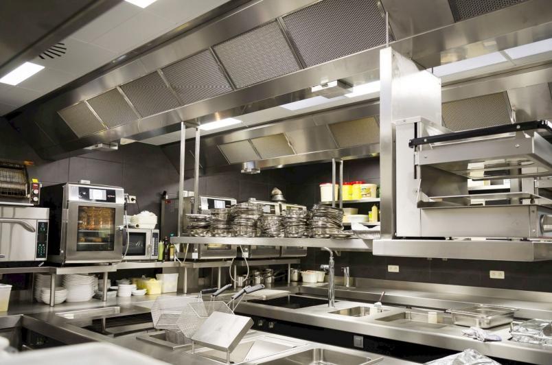 De volledige installatie is steeds afgestemd op uw specifieke keuken (de bouw en inrichting ervan, het aantal vierkante meter kookblok, uw kookactiviteit …)