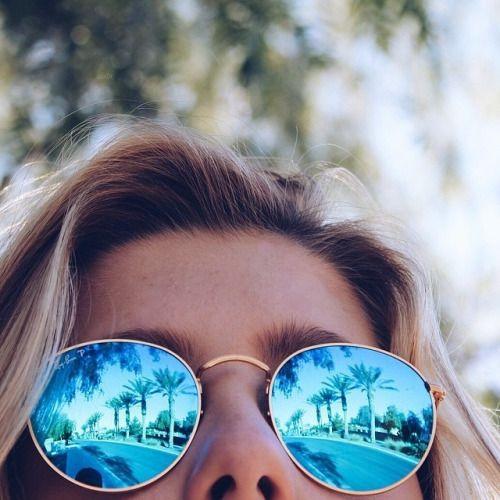 Las gafas de sol polarizadas son recomendables para conducir porque anulan  el reflejo del asfalto y la luz de la salida y puesta del sol. c59dbf2c75a5