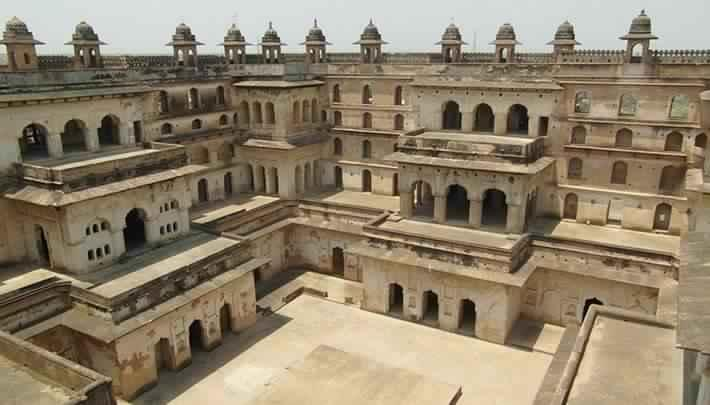 2) Explore art at Raja Mahal-.jpg