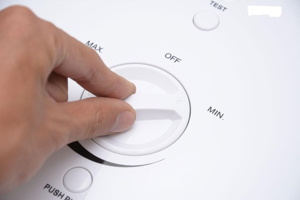 Điều chỉnh nhiệt độ nước phù hợp trước khi sử dụng