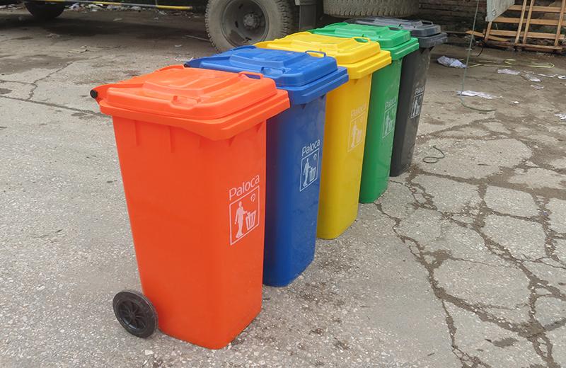 Thùng rác nhựa 120 lít thị trường được ưa chuộng và phổ biến chuộng đặt đặt ở chỗ nơi thu gom rác tậ