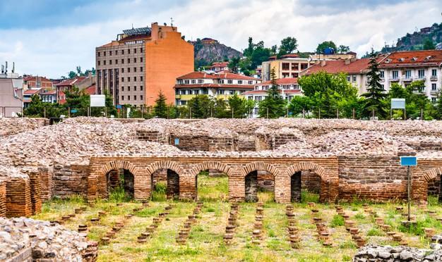 Ruins of the roman baths of ankara in turkey Premium Photo