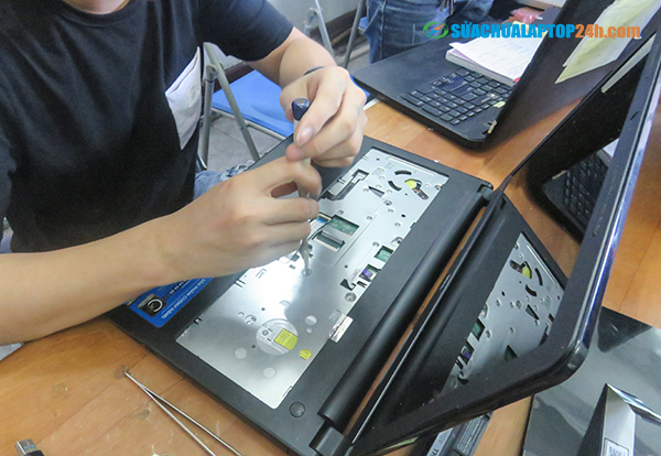 cach-sua-chua-ban-phim-laptop-2