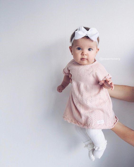 Chọn váy rộng và thoải mái cho bé