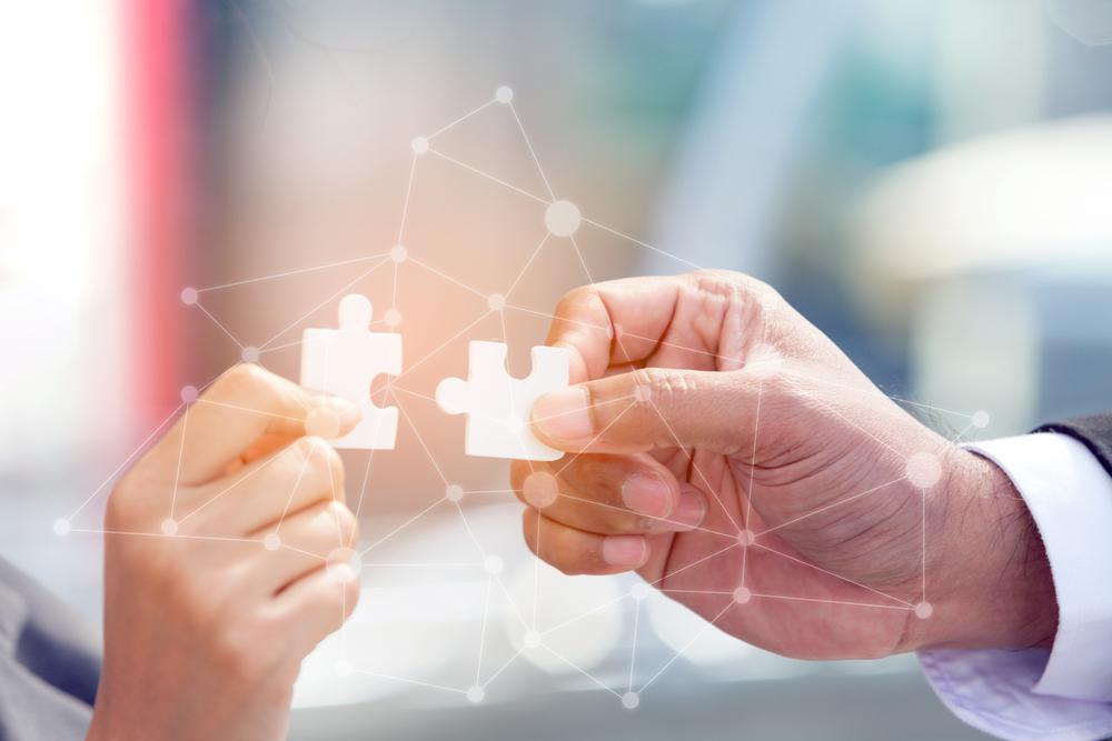 Berkolaborasi sebaiknya kamu tempuh bila bisa mengompensasi kekurangan serta menambah kekuatan bisnis.