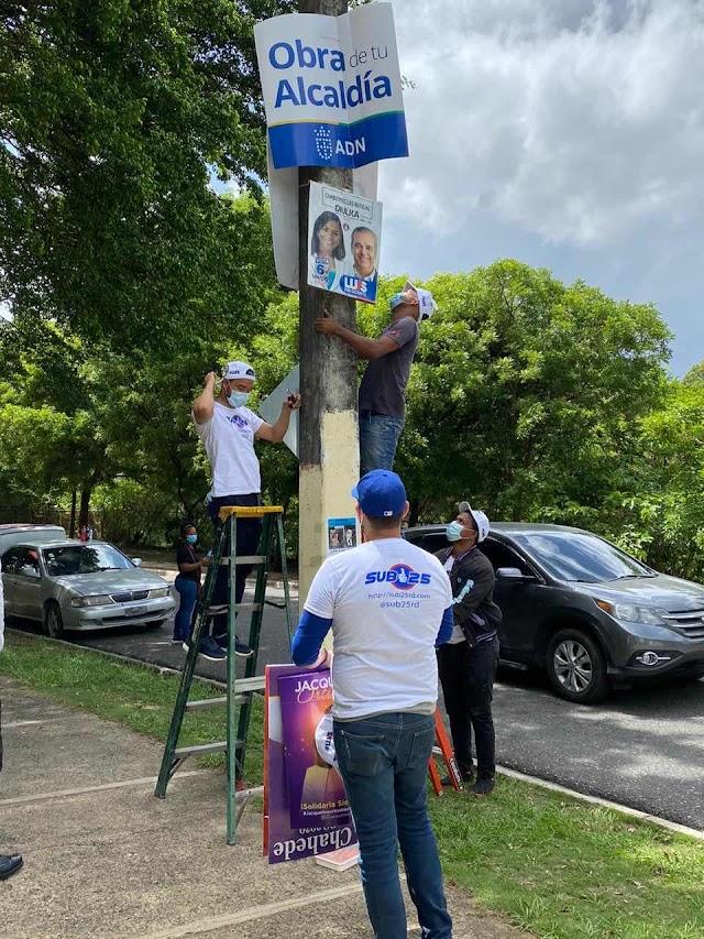 Movimiento Sub 25 retira progranda politica en diversos sectores del Gran Santo Domingo para contribuir a la descontaminación visual