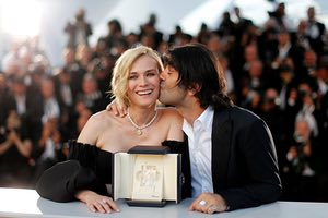 """Actress Diane Kruger, Best Actress award winner for her role in the film """"Aus dem Nichts"""" (In the Fade), poses with director Fatih Akin."""