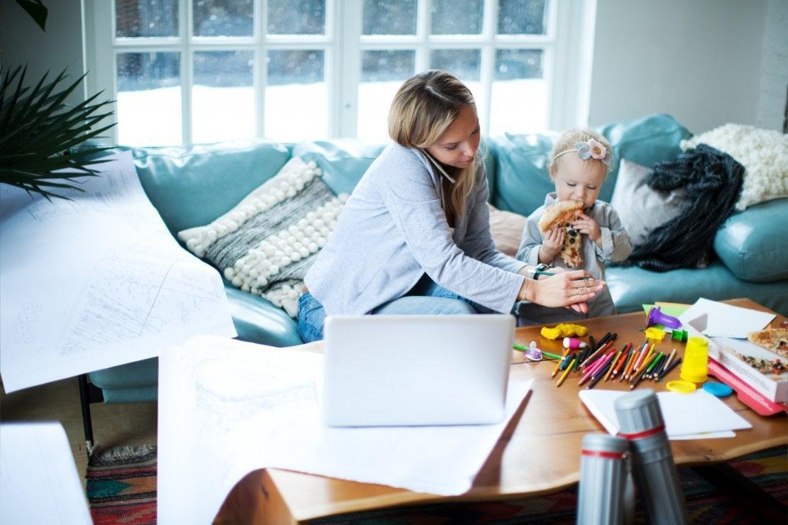 Consigli per chi lavora da casa con figli piccoli e non vuole impazzire del  tutto - la Repubblica