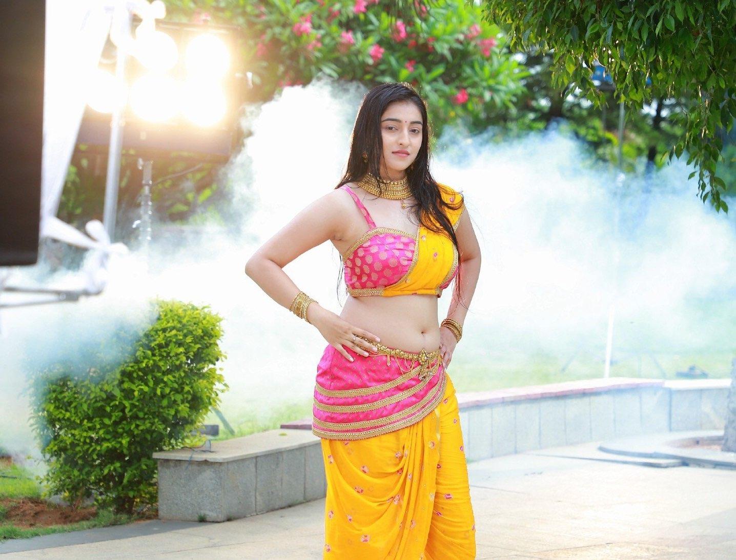 Mouryani Hot Navel in Sundaraangudu Telugu Movie 2020 Navel Queens