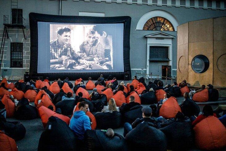 Кинотеатры под открытым небом в Москве: куда пойти этим летом – The City,  11.06.2021