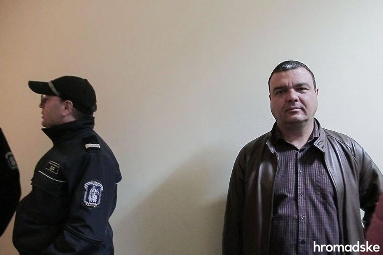 Болгарский адвокат Кирилл Топалов (справа) в суде города Бургас, 11 марта 2020 года. Левин отказался от его услуг, Топалов присутствовал в суде в качестве слушателя
