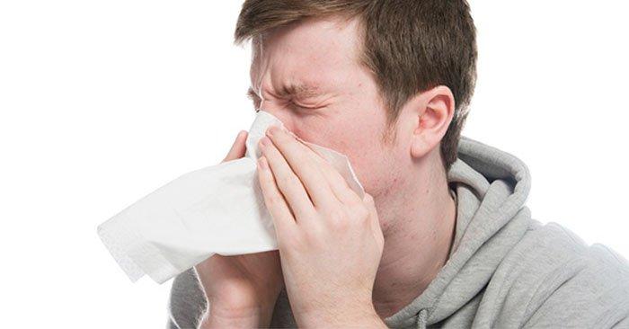 Hắt hơi là một triệu chứng của cảm lạnh