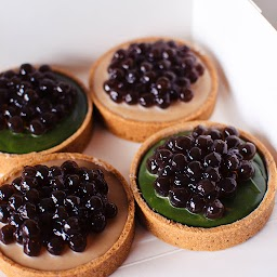 Flavours: 2 x Milk Tea and 2 x Matcha (Each tart is approx. 8cm, flavours are not customisable)