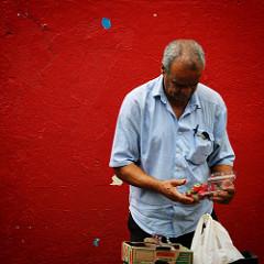 As #coresdacidadecinza   1ª Caminhada Contemplativa / 41ª Saída Fotocultura - São Paulo – 6 de dezembro de 2015  Foram 74 participantes, dicas de fotografia contemplativa, uma divertida passagem pela feira com a Ximbica e o Gafurina, nossos palhaços amigo