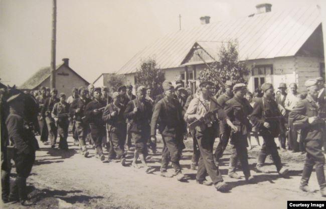 Тергруппа проходит через польский город Томашов Любельский