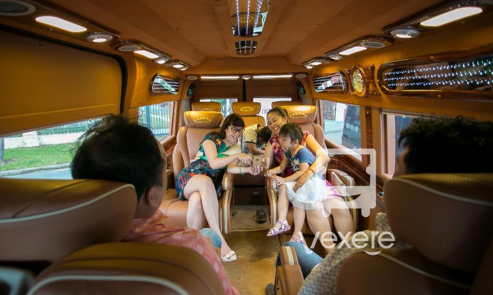 Nội thất xe Trường Thịnh Limousine đi Đồng Nai từ Sài Gòn