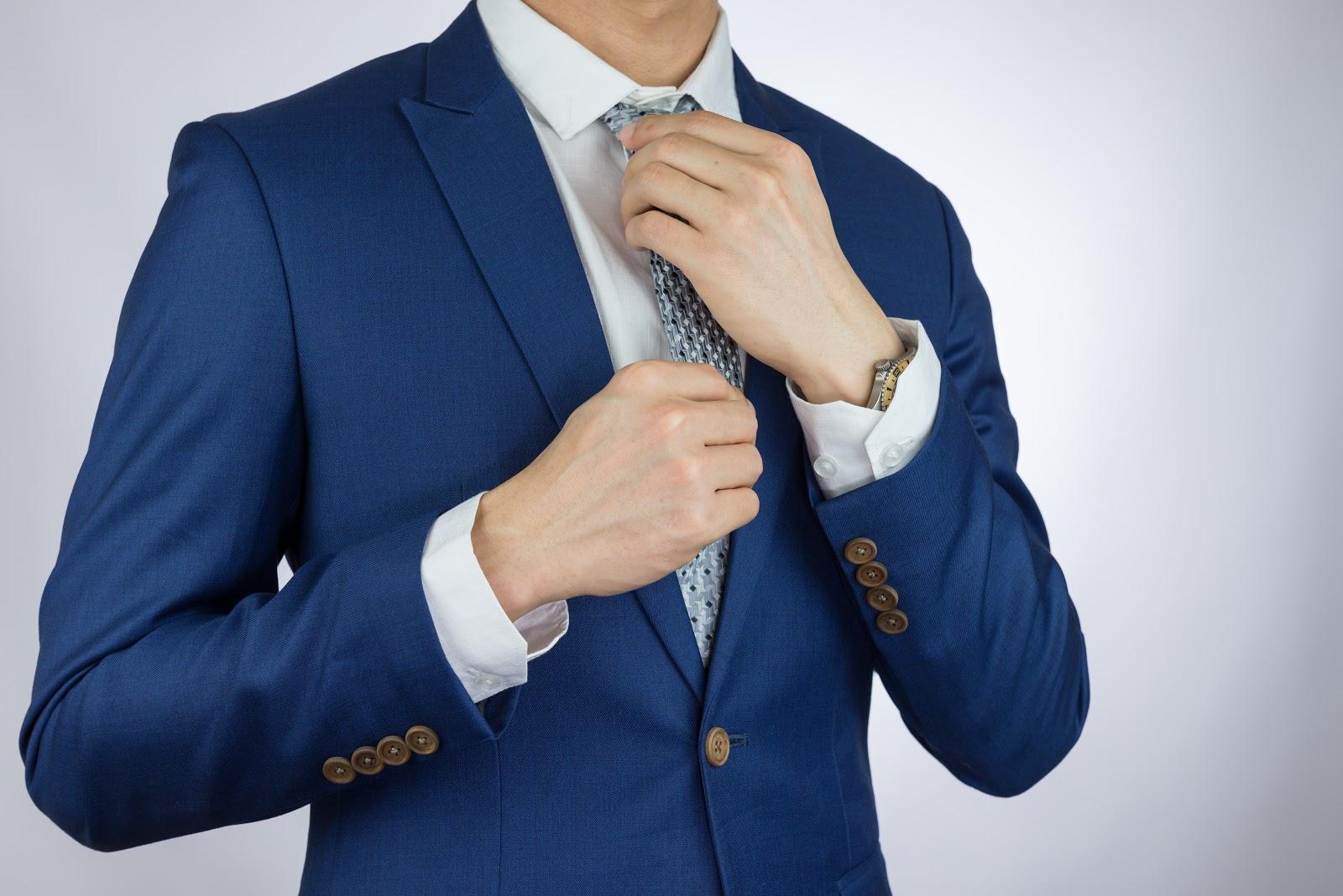 Singapore Tailor Guide_men adjusting tie