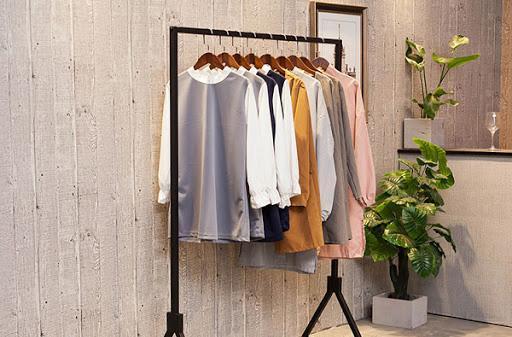 Móc treo quần áo bán shop - Vật dụng thiết yếu của mọi cửa hàng thời trang