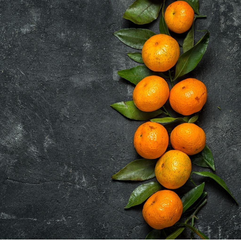 C:Usersmlemai01AppDataLocalMicrosoftWindowsINetCacheContent.Wordfresh-clementines-on-the-black-cement-background-with-leaves-top-view-picture-id880344264.jpg