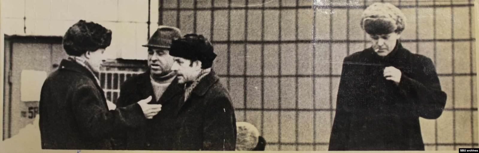 Пушкарь с приятелями. Фото КГБ, сделанные скрытой камерой. Из оперативного дела