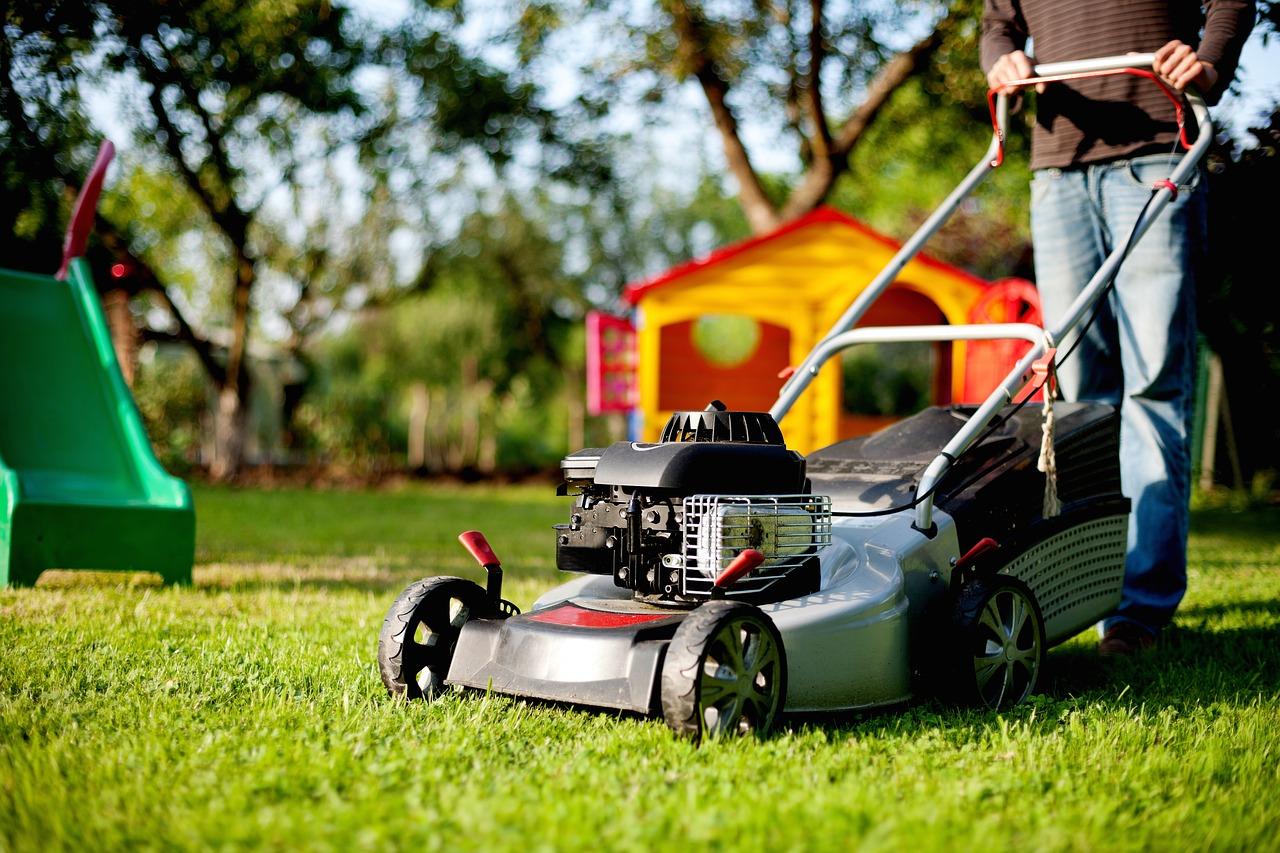 lawn-mower-2127637_1280.jpg
