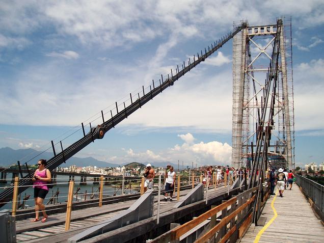 Depois de quase três décadas fechadas, ponte Hercílio Luz voltou a receber pedestres. (Fonte: Prefeitura Municipal de Florianópolis)