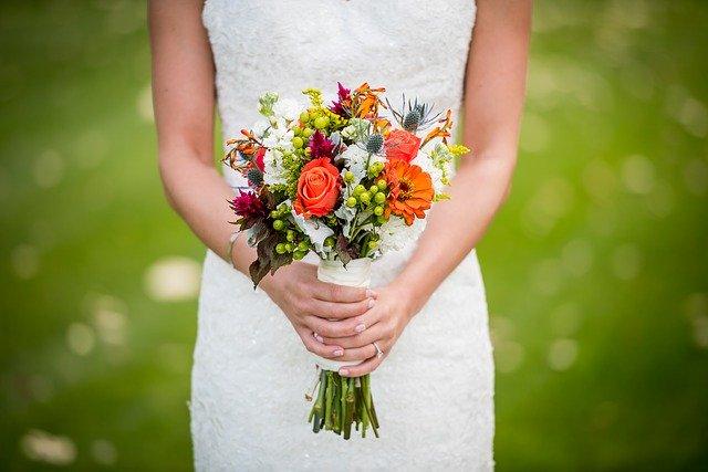 Muitas noivas e noivos optam por celebrar sua união no final do ano, e não mais, em maio.