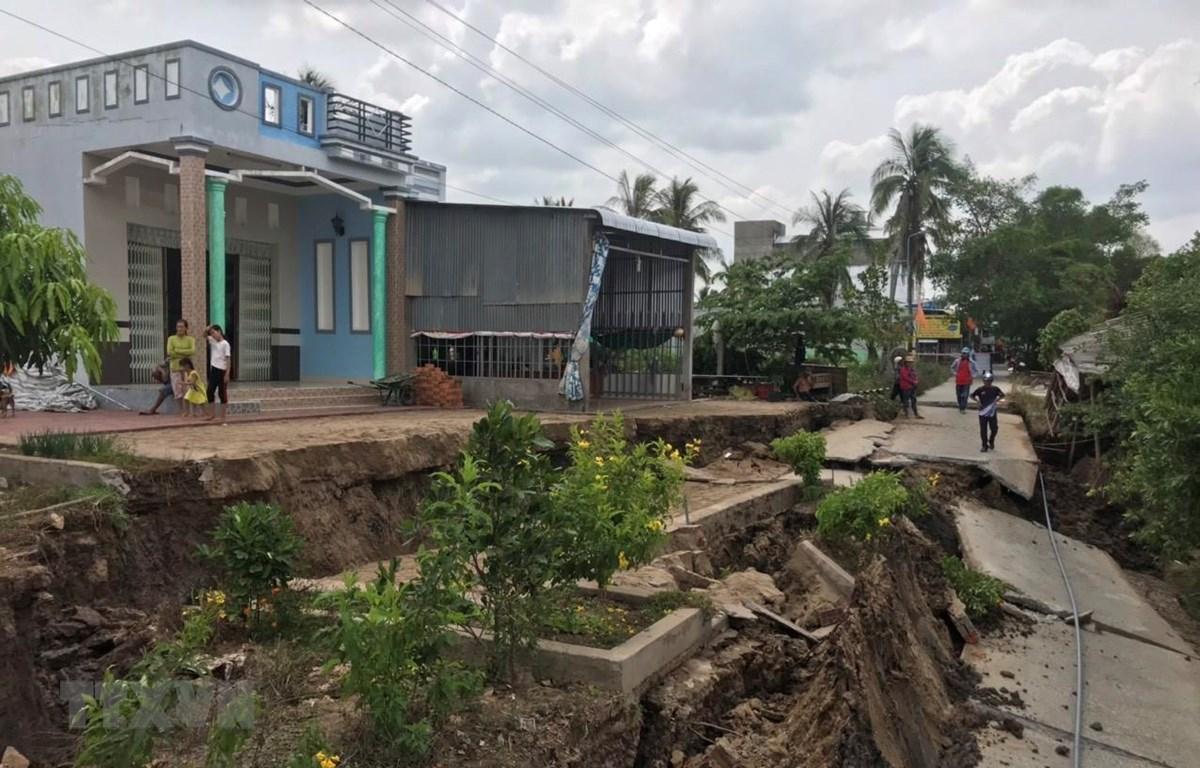 Đất bị sụt lún ở Cà Mau