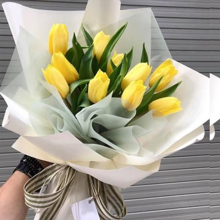 tặng hoa tulip ngày trưởng thành