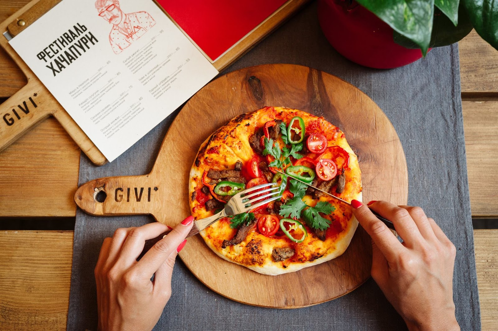 Хачапури «Острый кинжал» в новом амплуа от шеф-повара грузинского хинкале-кафе «Гиви Ту Ми».