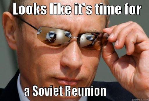 Putin de óculos falando sobre a invasão da Crimea