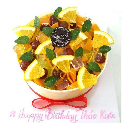 Summer cake tạo hình tô trái cây rất hấp dẫn