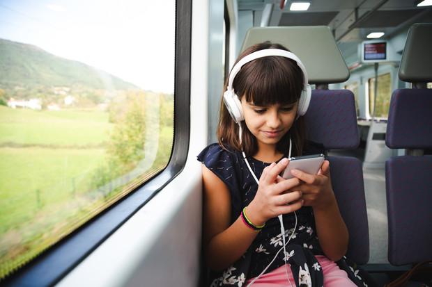 Можно ли детям слушать аудиокниги: мнение психолога | WDAY