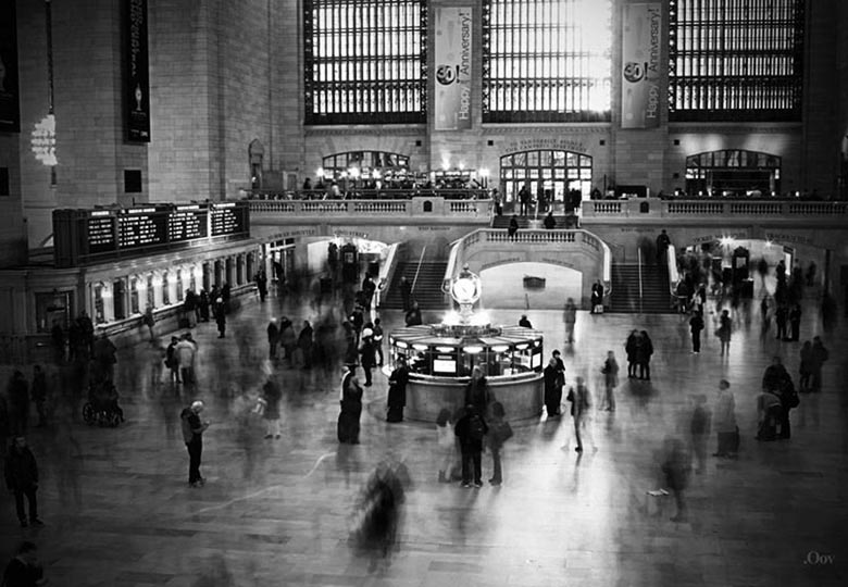 Black and white image of grand central station