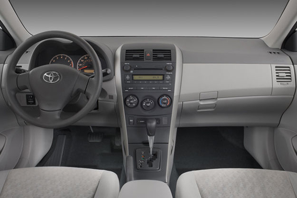 cabin-of-the-Toyota-Corolla-2009